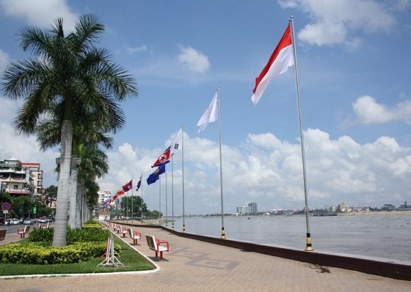 Top 10 bezienswaardigheden Phnom Penh: Sisowath Quay boulevard
