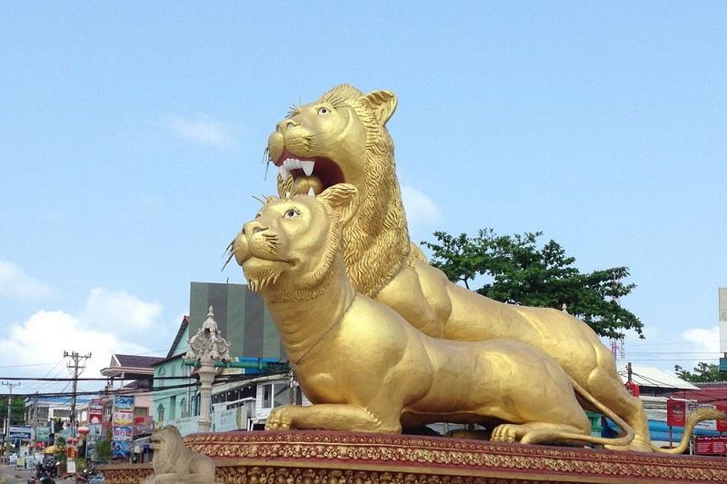 Top 10 bezienswaardigheden Sihanoukville: Golden lions rotonde